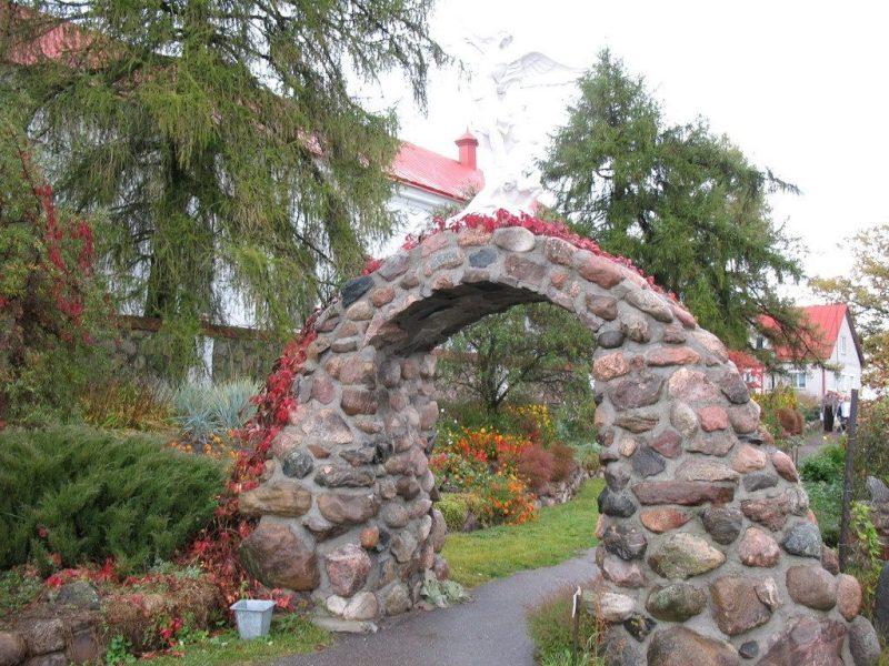 арка на воде